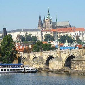 Walking tour in Prague Old Town with a lunch cruise