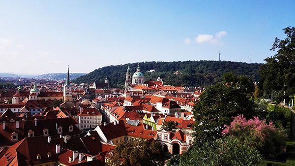 Grand City tour of Prague by car