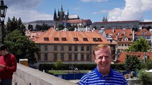 Prague guided tour with short cruise with snack