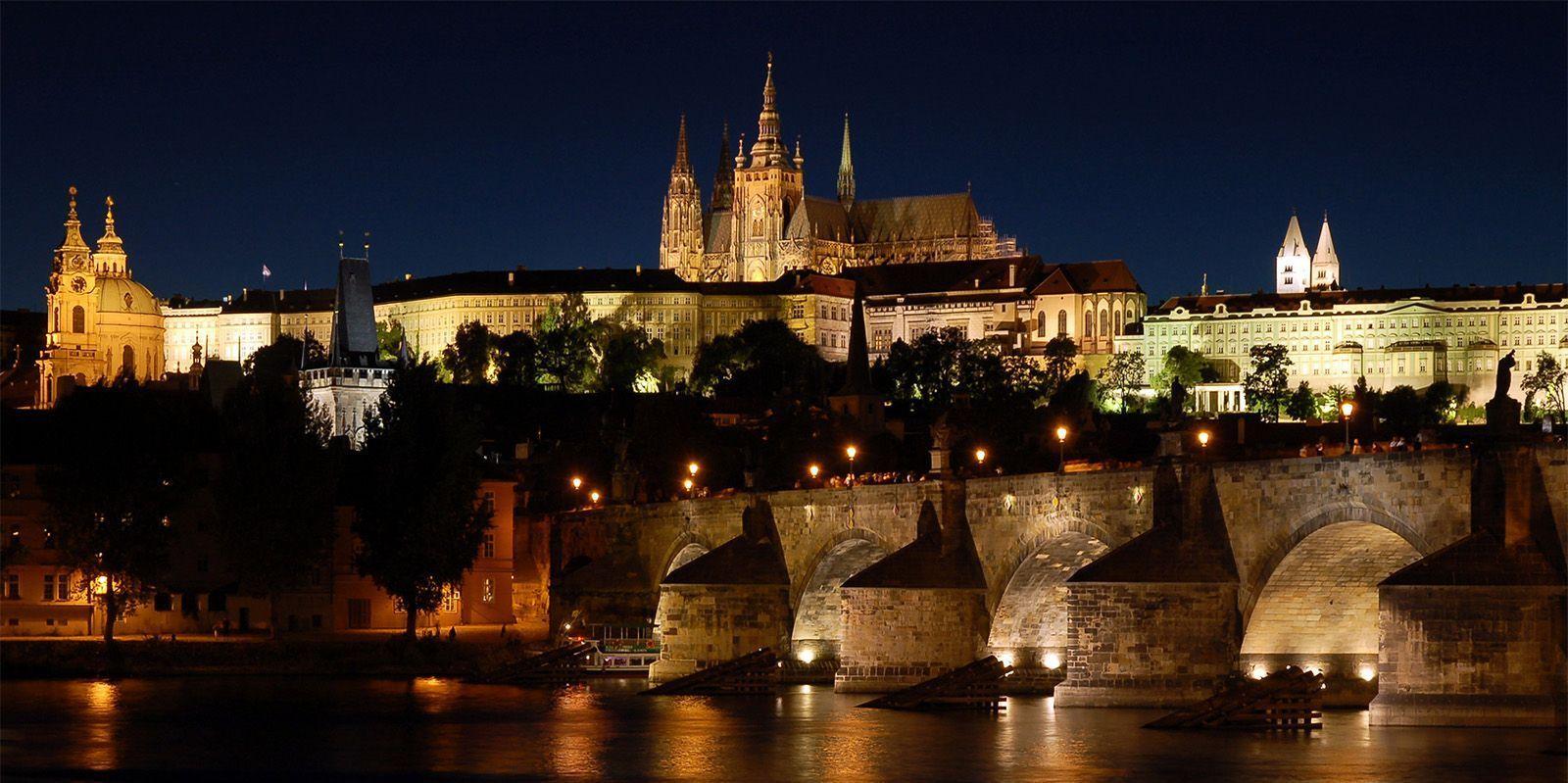 Walking tour at Prague Castle by night