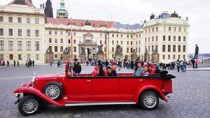 Vintage car drive with a guided tour by Guide4advanced