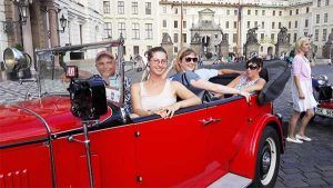 Guided tour with vintage car drive