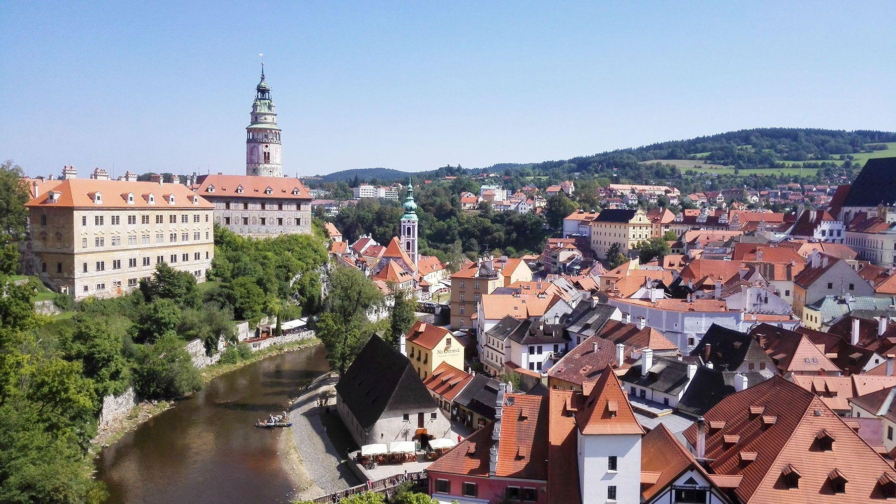 Český Krumlov, city center from gardens