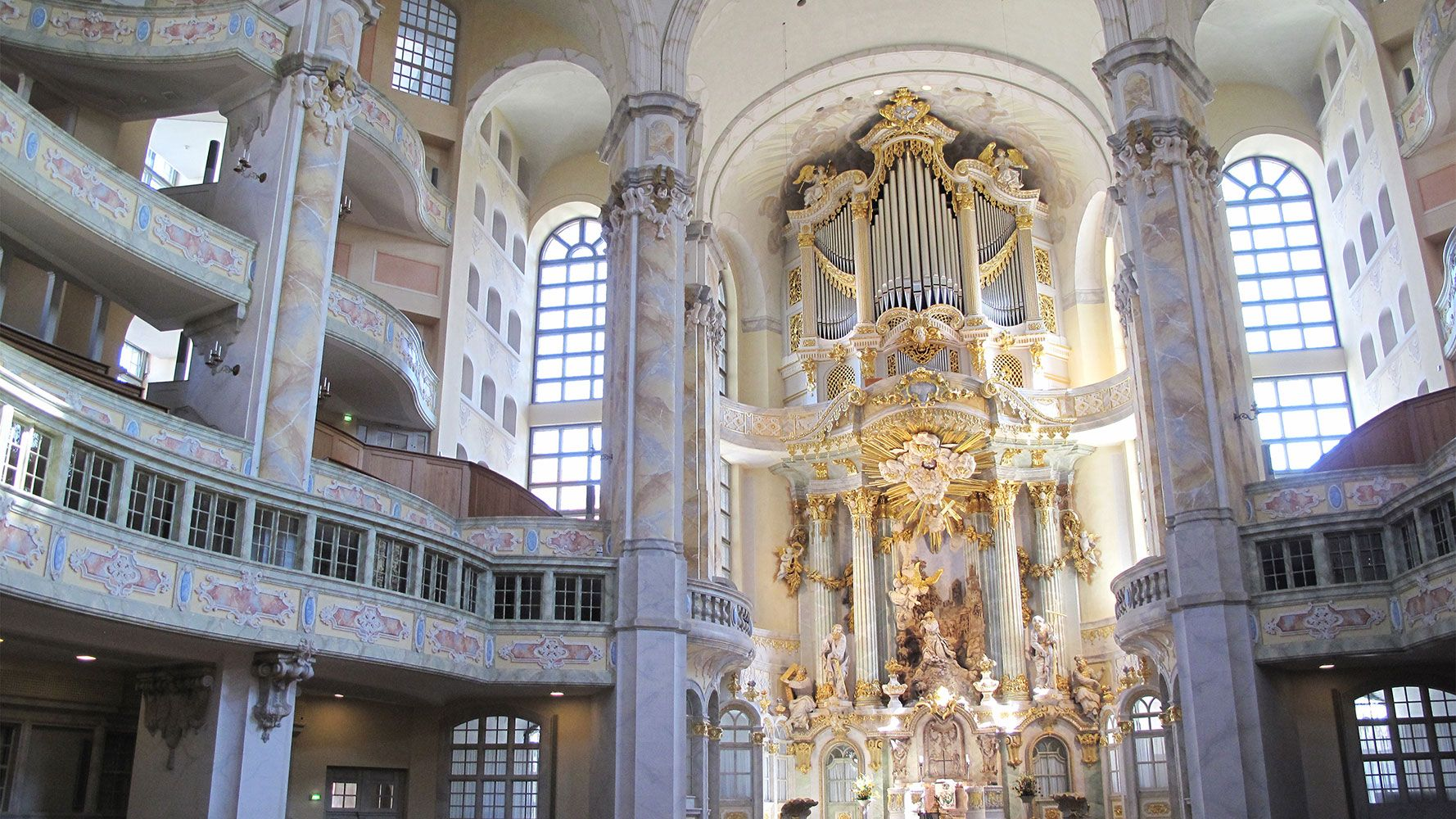 Guided tour from Prague to Dresden, interieur of Frauenkirche