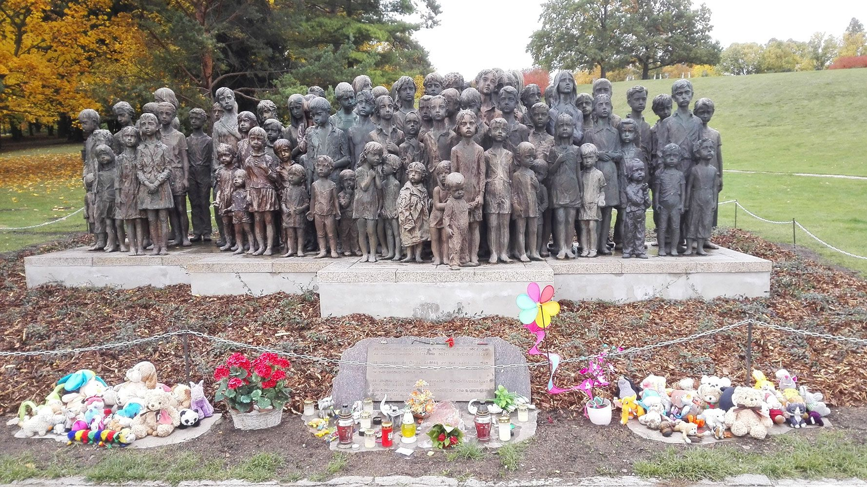 Statue of children of Lidice, guided tour from Prague-Anthropoid