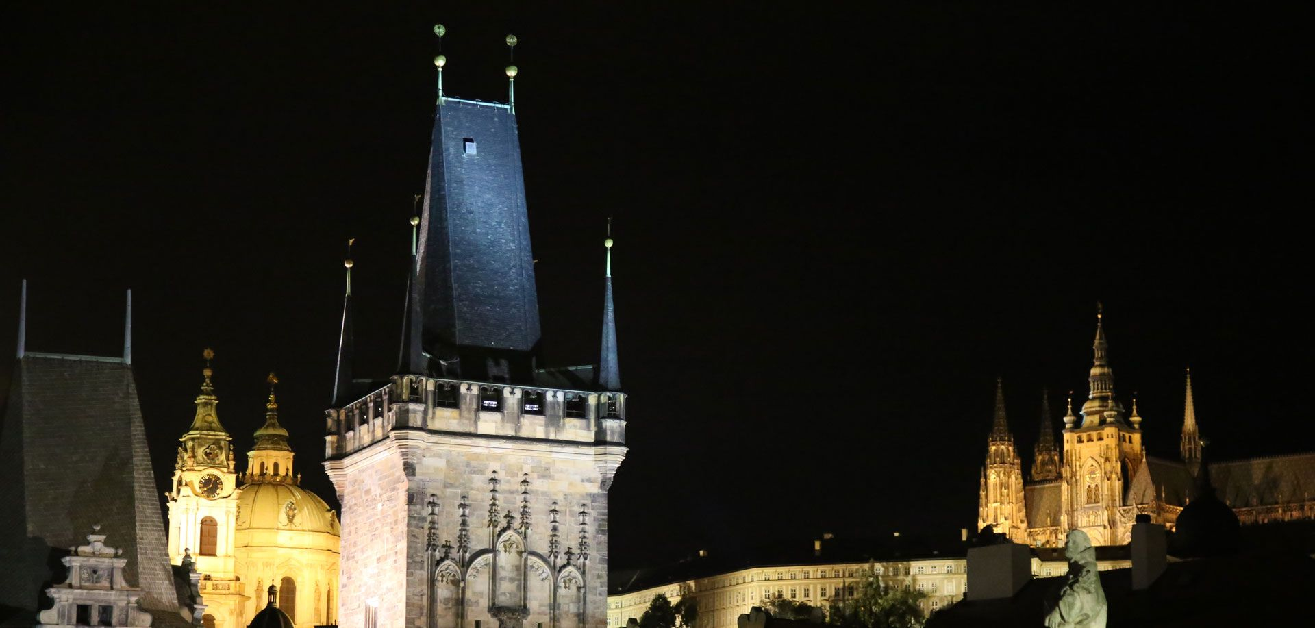 Night towers of Charles Bridge with Prague castle, evening tour with Supreme Prague