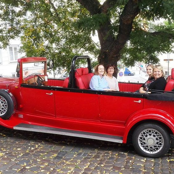 Guided tour with vintage car, Supreme Prague